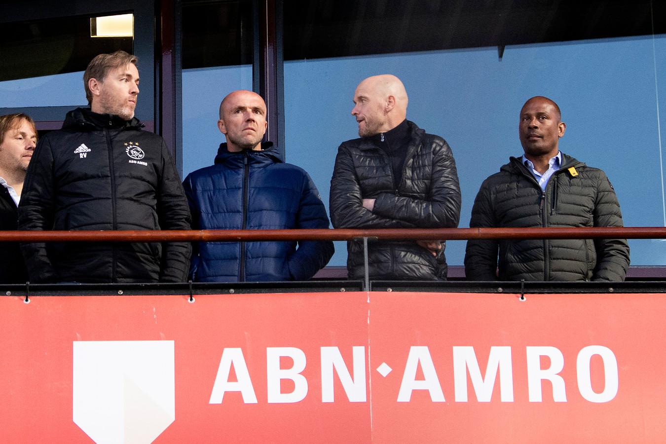 De technische staf van Ajax gisteren op De Toekomst tijdens het duel van Jong Ajax tegen NEC. Vlnr: Richard Witschge, Alfred Schreuder Erik ten Hag en Aron Winter.