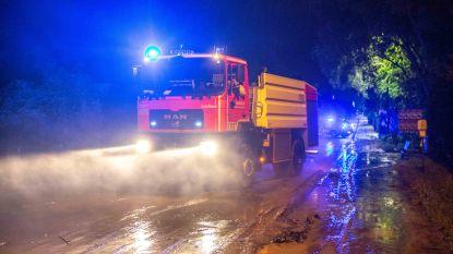 VIDEO. Brandweer en gemeentediensten ruimen hele nacht en dag modder na hevig onweer