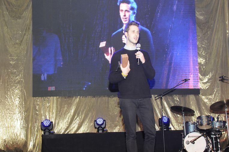 Milan nam de award van Foto van het Jaar in onvangst.