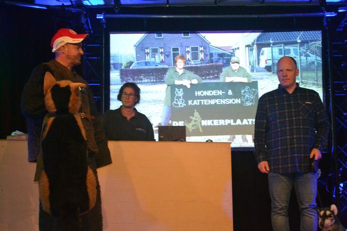 De Schaafloepers situeerden hun act bij hondenpension de Ankerplaats van Joop en Sien van Hal.
