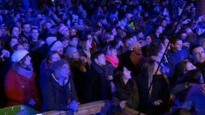 Kippenvel: publiek Music For Life haakt in elkaar voor luidkeelse 'Mia'