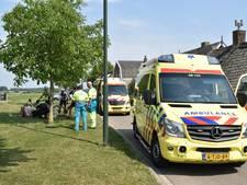 Twee wielrenners met botbreuken naar het ziekenhuis na ongeluk in Brakel