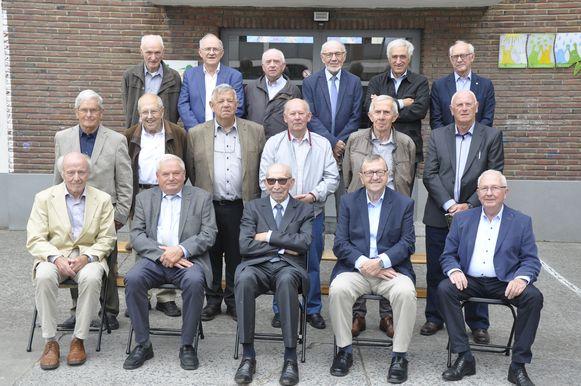 De oud-studenten van het Sint-Aloysiuscollege in Ninove tijdens de reünie.