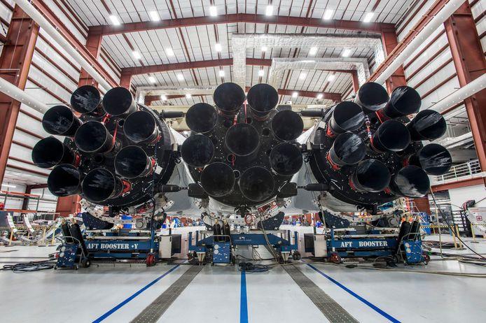 Een Faclon Heavy in de hangar op Cape Canaveral