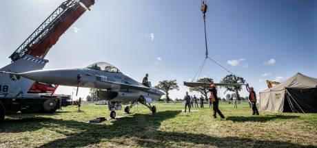 Zestig historische vliegtuigen landen bij De Klomp