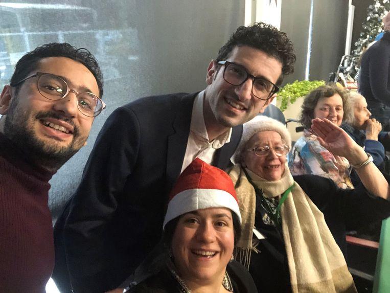 Burgemeester Mohamed Ridouani (sp.a) beleefde naar eigen zeggen een gezellig kerstfeest in woonzorgcentrum Edouard Remy.