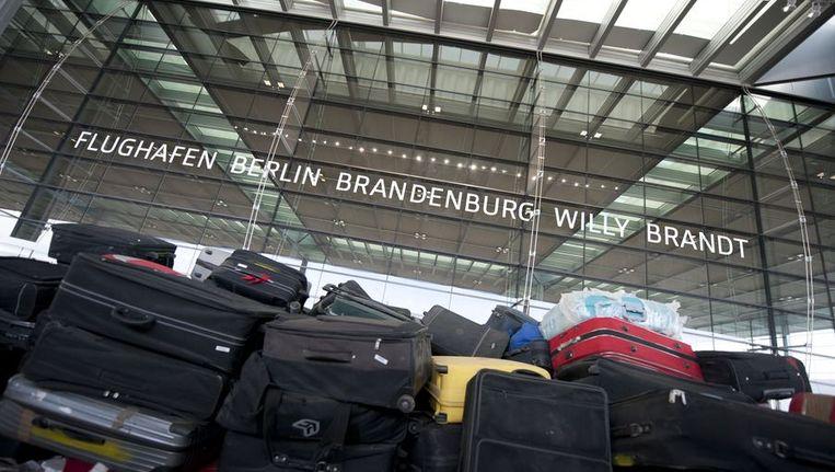 De geplande opening op 3 juni van de nieuwe luchthaven wordt al voor de tweede keer uitgesteld.