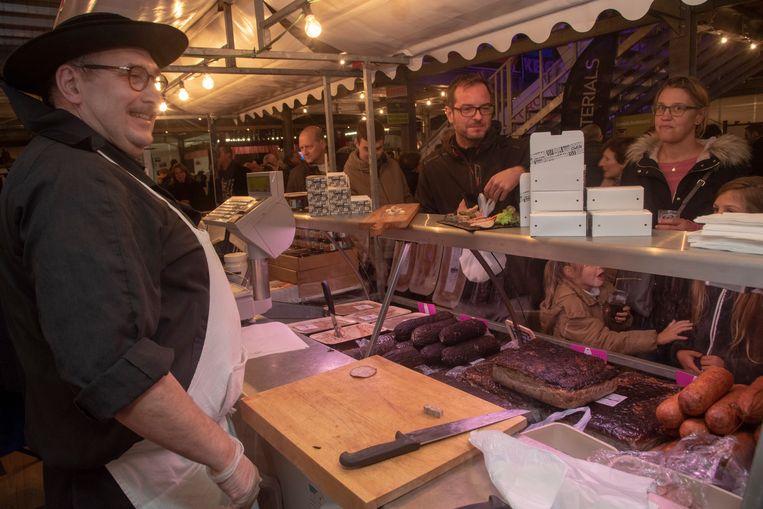 Veel sfeer in de thematent Bretagne op de Winterjaarmarkt van Houtem.