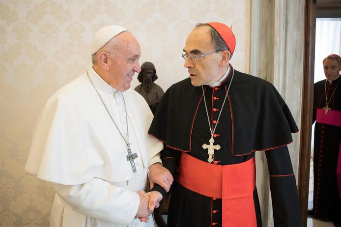 De paus en kardinaal Philippe Barbarin.