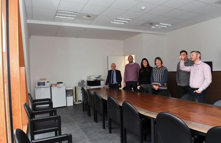 Theo Francken (N-VA) bracht samen met zijn bestuursploeg een bezoek aan het nieuwe gebouw van de sociale dienst en de thuisdiensten.