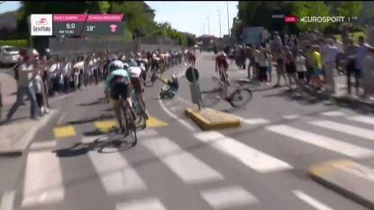 Kangert (Astana) komt dit seizoen niet meer in actie na aanrijding verkeersbord met lugubere val als gevolg in Giro