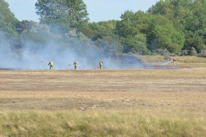 Brandweer bestrijdt duinbrand Scheveningen, 17-08-2018
