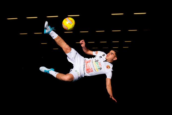 Rachid Boughalab kon naar andere eredivisieverenigingen, maar koos ervoor bij Futsal Apeldoorn te blijven.