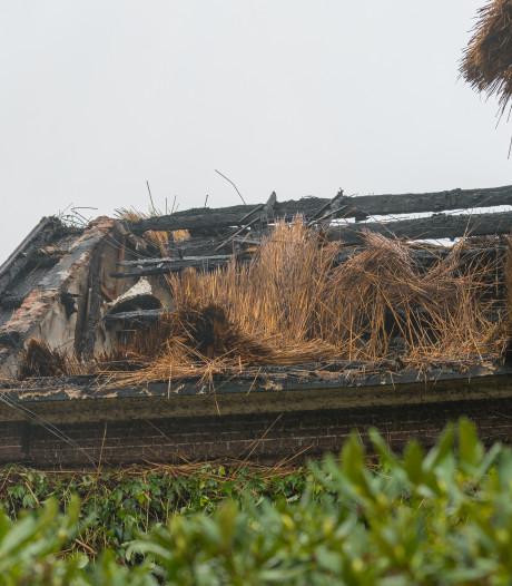 Buurman bonkte bewoners uitgebrande villa in Voorst wakker; vuurwerk mogelijk oorzaak
