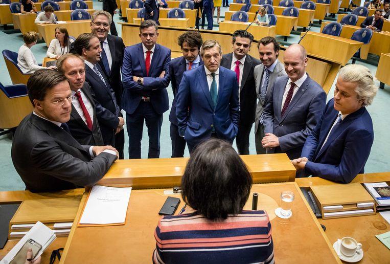 (VLNR) Premier Mark Rutte, Kees van der Staaij (SGP), Alexander Pechtold (D66), Henk Krol (50Plus), Emile Roemer (SP), Lodewijk Asscher (Pvda), Jesse Klaver (Groenlinks), Sybrand Buma (CDA), Tunahan Kuzu (DENK), Thierry Baudet (FvD), Gert-Jan Segers (christenunie) en PVV-fractievoorzitter Geert Wilders tijdens het debat over het stuklopen van de formatie.  Beeld ANP