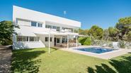VIDEO: Deze minimalistische villa op Ibiza is het aanvullend pensioen van Guy en Monique