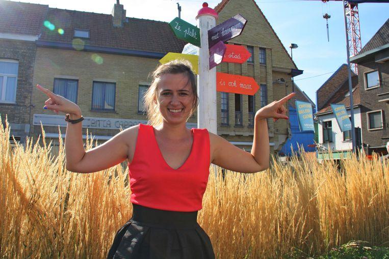 Maud Vanhauwaert bij het Zevensterrenplein in Veurne.