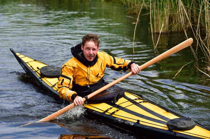 Musicus en schrijver Jaco Benckhuijsen maakte met een zeekajak reizen op de Grote Oceaan. Maar hij begon met een kano in een Boskoopse sloot.