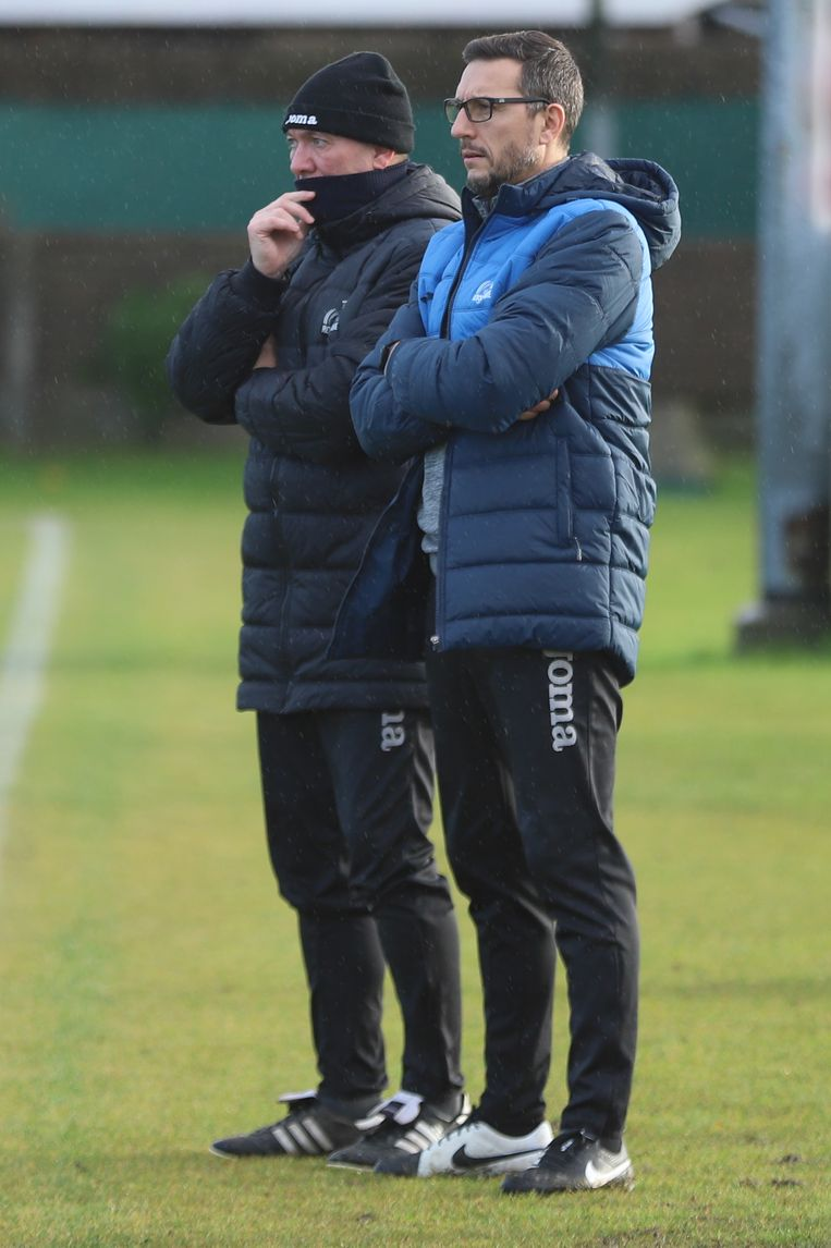 Assistent-trainer David Colpaert (r.) naast T1 Gamel.
