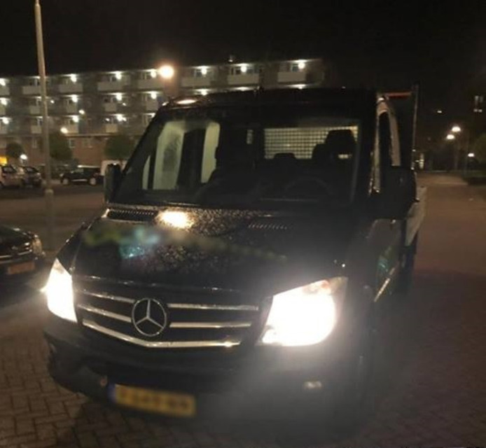 De gestolen Mercedes Sprinter die woensdagavond werd staande gehouden in Arnhem-Zuid.