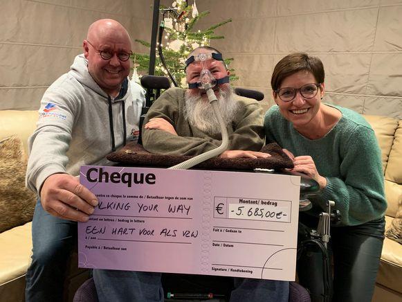 De cheque voor Een hart voor ALS.