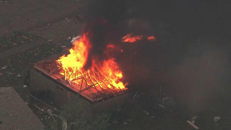 Brand woedt in een gebouw in Moore, Oklahoma. Beeld ap