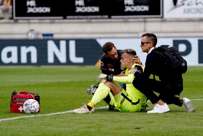 Etienne Vaessen heeft een hersenschudding na een botsing met Myron Boadu.