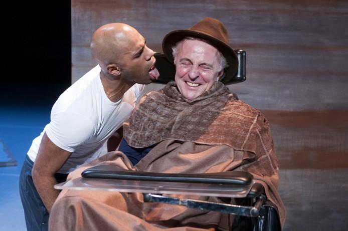 Huub Stapel en Cyriel Guds brengen Philippe en Driss tot leven op het toneel.