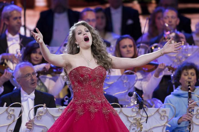 Donij van Doorn is vaste sopraan-soliste in het orkest van het André Rieu.