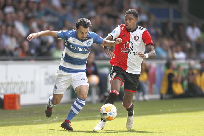De Graafschap-aanvaller Daryl van Mieghem in actie tijdens het gewonnen openingsduel met Feyenoord.