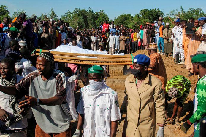 Au moins 110 civils ont été tués samedi par des membres présumés de Boko Haram dans un village du nord-est du Nigeria.