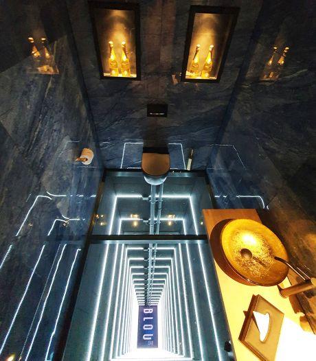 Op achttien meter hoogte poepen in Arnhem: durf jij naar dit toilet met glazen vloer te gaan?