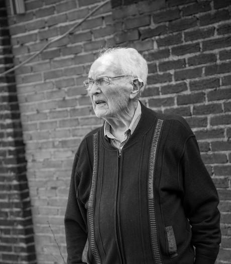 Cor uit Helmond had 82 jaar duiven