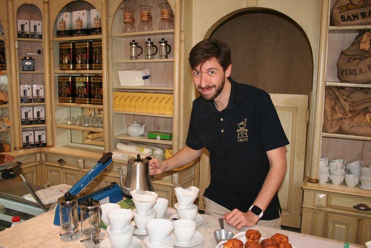 Laurent Junior Cruyt serveert voortaan kwaliteitskoffie in de voormalige bakkerij in de Kerkstraat.