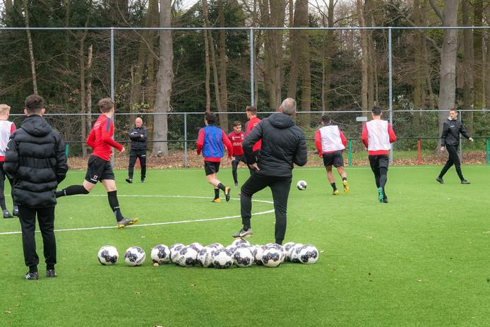 Adrie Bogers, Ron de Groot en Rogier Meijer hebben tot het einde van het seizoen de leiding over het eerste elftal van NEC.