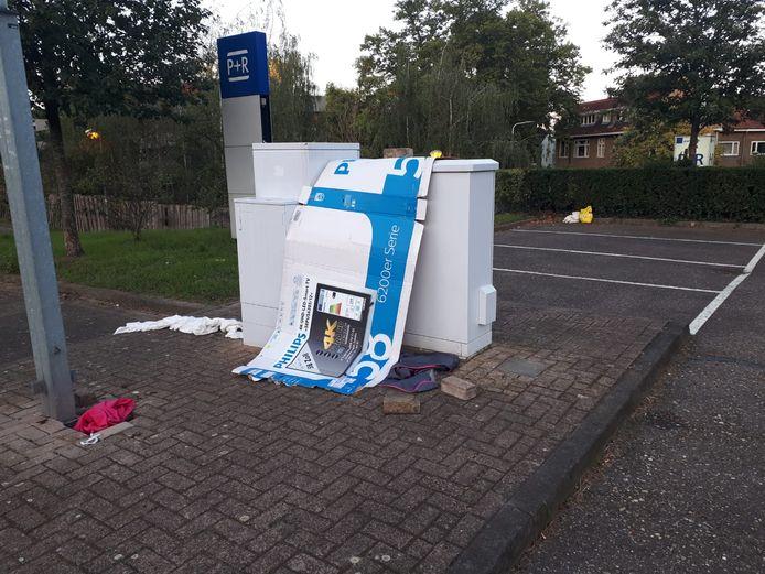 Een onderkomen van een dakloze. De afgelopen maanden hebben de wijkagenten in Nijmegen-West een tiental van dergelijke verblijfsplekken van daklozen aangetroffen en ontmanteld.