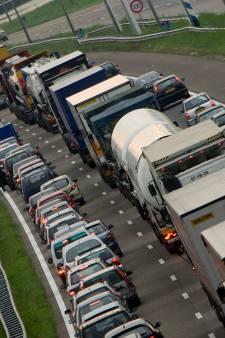 Chaos op de wegen rond Rotterdam: automobilisten stonden 4 uur vast