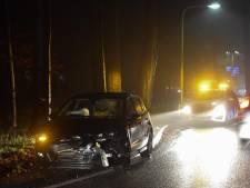 Automobilisten willen elkaar passeren in wegversmalling: frontale botsing bij Laag-Keppel