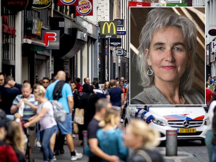 Marion Koopmans hoopt - zeker in het licht van de nieuwe Britse coronavariant - dat mensen zich de komende 2,5 week erg goed gaan houden aan de maatregelen.