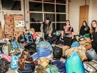 Gezin zamelt zes bestelwagens vol materiaal in voor de vluchtelingen in Calais en Duinkerke