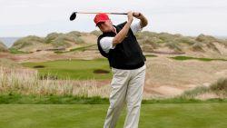 Caddies en medespelers klappen uit de biecht: zo zeurt Trump bij het golfen