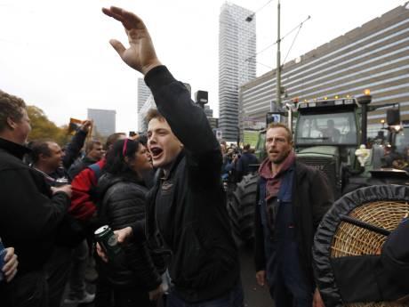 LIVE | Boeren steken vuurwerk af en blokkeren tramlijnen in Den Haag