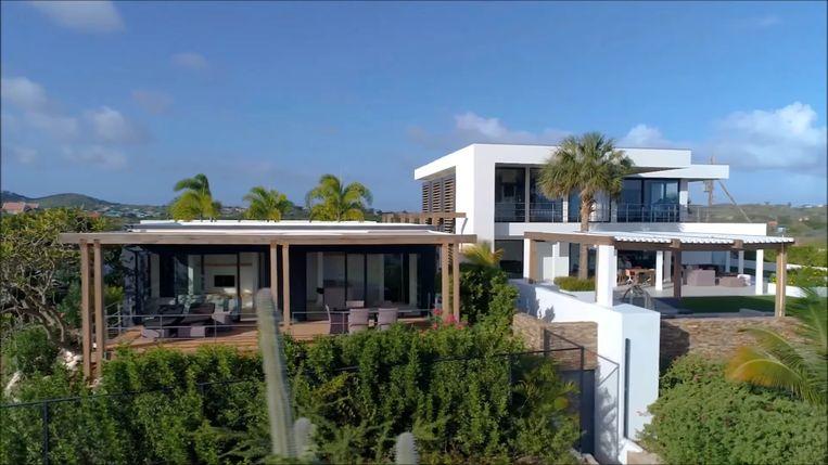 """3,5 miljoen euro moest de luxevilla op Curaçao kosten. """"Geen probleem voor hem: hij zette meteen z'n krabbel"""", zeggen de slachtoffers."""