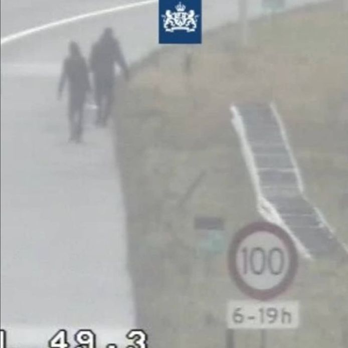 De politie en Rijkswaterstaat kregen een melding dat er een man over de snelweg liep.