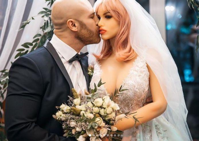 """Yuri Tolochko et son """"épouse"""" Margo"""