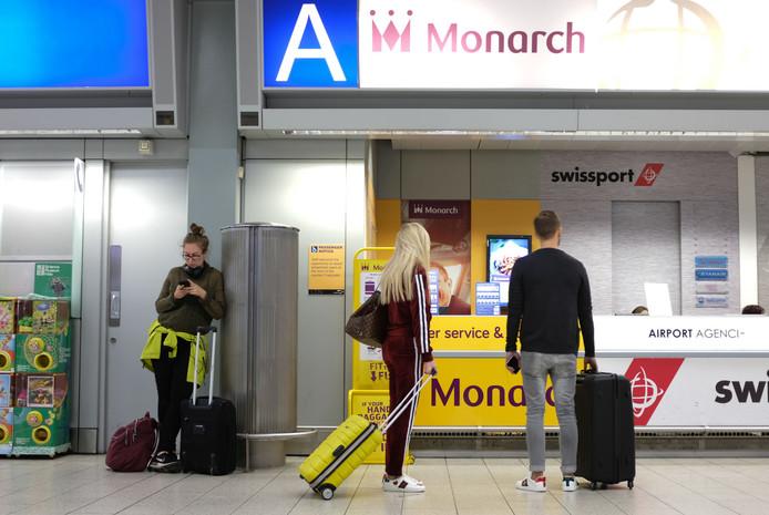 Passagiers gestrand na het failliet van een van de grootste Britse luchtvaartmaatschappijen.