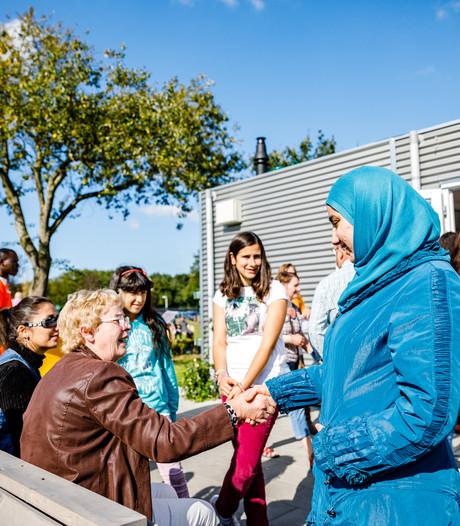 Tienduizenden Nederlanders op bezoek in asielzoekerscentra