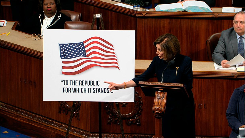 De Democratische voorzitter van het Huis van Afgevaardigden, Nancy Pelosi, woensdag tijdens het impeachmentdebat over Trump. Beeld AP