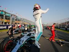 Hamilton verrast door pole, Vettel blijft strijdbaar