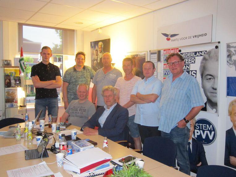 Steunfractie Groningen, met zittend Statenleden Ram (links) en Van Kesteren. Beeld
